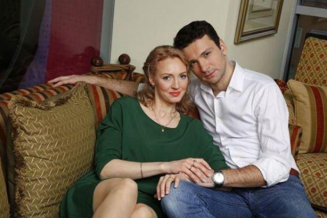 Антон Хабаров его жена и ребенок на фото