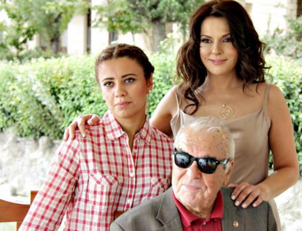 фото Айдан Шенер ее семья и дочь