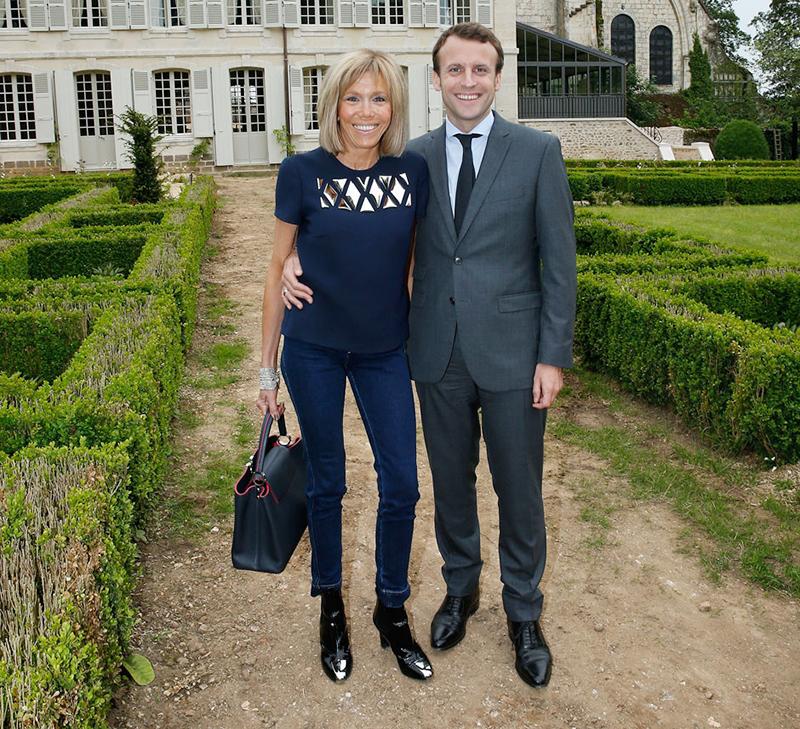 Эммануэль Макрон и его жена Брижит Тронье на фото