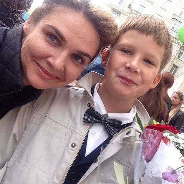 Анна Шафран с сыном на фотографии