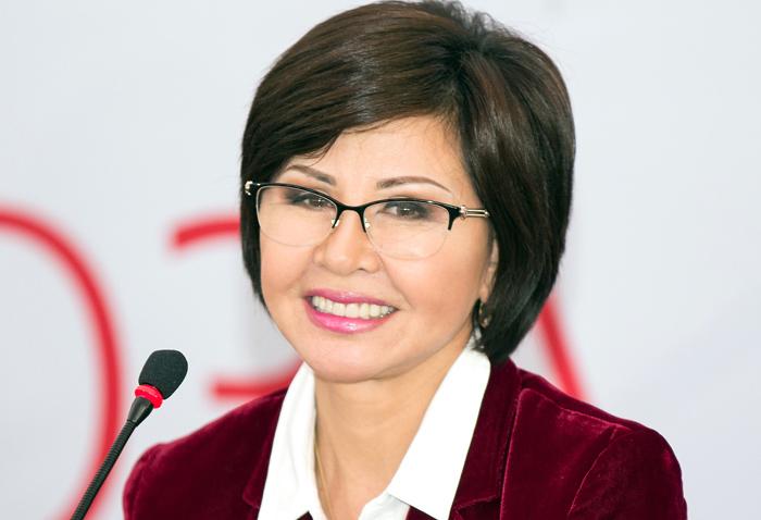 Роза Рымбаева на фото