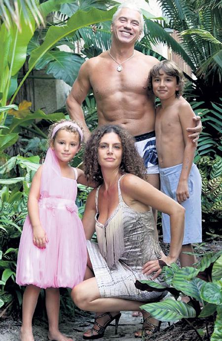 На фото семья Флоранс Илли