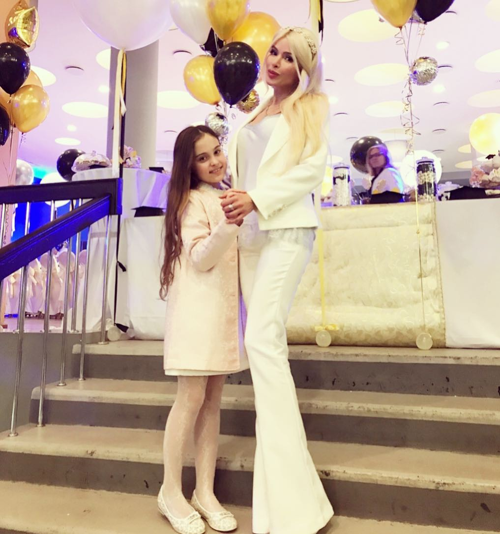 Алена Кравец и ее дочь Даниэла в фото