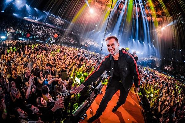 Армин Ван Бюрен на своем концерте в фото