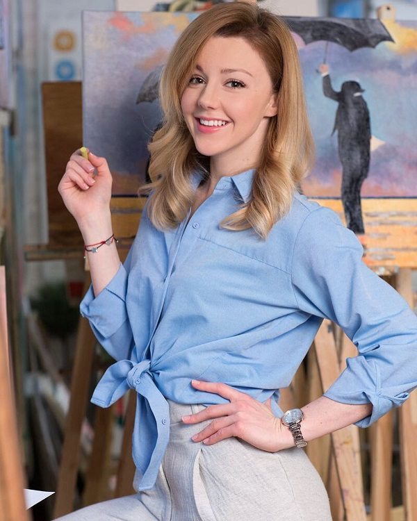 Юлианна Караулова популярная исполнительница песен на фото