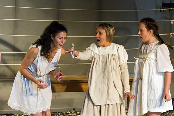 На фото Елена Вожакина в театре